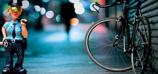 Можно ли требовать с велосипедиста компенсацию за поврежденный автомобиль?