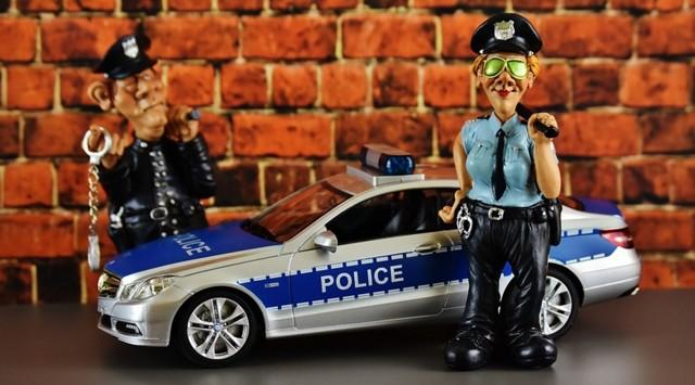 Нужно ли выходить из автомобиля по требованию инспектора ДПС