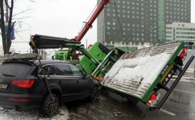 Действия, если повредили машину при эвакуации в 2021 году - на штрафстоянку