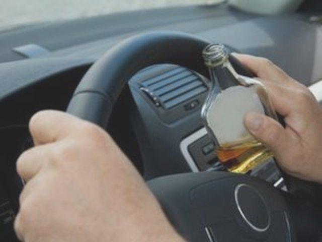 Передача руля лицу, не имеющему водительских прав: ответственность для водителя и владельца