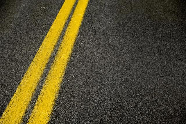 Сплошная линия разметки вдоль трамвайных путей. В погоне за идеалом / Потому что у нас ГАИ такое 2: Разметка на Черняховского