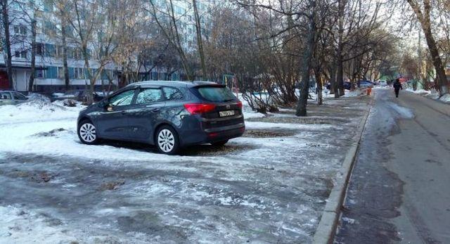Парковка на газоне: кто штрафует, какой штраф, разрешена ли стоянка в зимнее время, как обжаловать и куда пожаловаться?