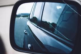 Задел зеркалом чужой автомобиль: какова за это ответственность
