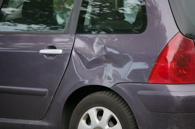 Можно ли ездить с вмятиной на кузове: к чему могут придраться ГИБДД?
